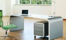Birouri executive M10 - ca si in toate seriile Muller, noul birou Highline este confectionat din foi de tabla din otel de 1mm grosime, sudate de mana si, in final lacuita cu un lac, in orice ton RAL. Biroul M10 este disponibil cu doua adancimi diferite: 80 cm sau 95 cm. Latimea poate fi de 160, 180, 200 sau 240 cm. In ceea ce priveste suprafata de lucru, puteti alege o suprafata robusta, si rezistenta la abraziune lacuita mat, din linoleum sau furnir de nuc.