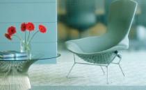 Scaune Moment  - inspirat de formele clasice ale scaunului tip consola Tubular  Brno,  de  Ludwig Mies van der Rohe, Moment este pentru orice spatiu de  lucru o   piesa stabila, dar in acelasi timp aerodinamica si eleganta.  Moment   completeaza variatul nostru portofoliu de scaune si mobilier de  birou si   repreztina o solutie frumoasa si practica pentru scaunul de  oaspeti  din  majoritatea genurilor de birou, fie ele particulare sau  publice.  Design  de Jeffrey Bernett si Nicholas Dodziuk.