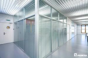 Sisteme de compartimentari interioare modulare demontabile Sistemele de pereti despartitori modulari demontabili pentru compartimentarea diverselor spatii PREMO pot fi cu pereti din sticla cat si cu panouri decorative, sau speciale pentru clinici si spitale