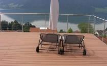 Pardoseli pentru terase Pardoseli pentru terase. Sunt obtinute din materialul WPC (Wood Polymer Composite). Acestea fiind de 3 tipuri: Paseo, TerraZa si Entero.  Fie ca este vorba despre un profil sau caseta, de pardoselile Werzalit  pentru exterior va veti bucura pe termen lung. Comparativ cu lemnul,  aceste profile au o forma mult mai stabila sub actiunea umiditatii si  frigului, ploii acide, sarii si apei de clor. Materialul special nu este  alunecos chiar si in conditii de umiditate si nu crapa.