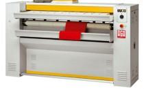 Calandre Calandre - Masina de finisat sau de apretat tesaturile prin presare la cald.  Modelele de calandre oferite de ILE TRADE sunt: - RR325-553 - Lungime rola 1500mm / Diametru rola 32mm, Greutate bruta 500kg; - RR325-1800 - Lungime rola 1900mm / Diametru rola 325mm, Greutate bruta 540kg; - RR325-2100 - Lungime rola 2100mm / Diametru rola 325mm, Greutate bruta 600kg; - RR500-1900 - Lungime rola 1900mm / Diametru rola 500mm, Greutate bruta 925kg; - RR500-2500 - Lungime rola 2500mm / Diametru rola 500mm, Greutate bruta 1200kg; - RR500-3200 - Lungime rola 3200mm / Diametru rola 500mm, Greutate bruta 1475kg.