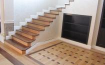 Scari interioare din lemn pe suport de beton Scarile pe structura de betonse placheaza cu lemn iar balustrada se confectioneaza din lemn sau metal. Aceste elemente se pot personaliza astfle incat scara sa se integreze in designul casei.