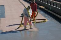 Hidroizolatii cu membrane lichide pentru poduri Membranele lichide poliuretanica Sika se folosesc la hidroizolarea podurilor inaintea turnarii asfaltului fierbinte si a structurilor din beton.