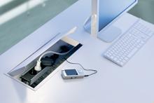 Sistem de management al cablurilor pentru birou / Coni_Cover_Image6