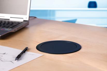 Sistem de management al cablurilor pentru birou / Lift_opens_01