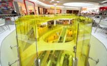 Sticla decorativa GUARDIAN DecoCristal® este o oglinda flotanta care e  lacuita cu un strat mat. Poate fi folosita intr-o larga gama de proiecte  de interior (de exemplu cladiri comerciale, birouri, hoteluri, locuinte  etc.), pentru a fi aplicata pe pereti de compartimentare, usi glisante,  usi de bucatarie, mese, usi de garderoba etc. GUARDIAN DecoCristal ofera numeroase posibilitati de alegere (variante securizate,  rezistente la zgareiere si culori personalizate).