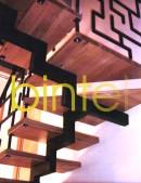 Scara pe vang central cu trepte lemn si balustrada profil otel vopsit | Scari cu structura metalica |
