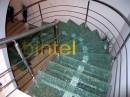 Scara cu trepte din sticla sparta | Scari cu structura metalica |