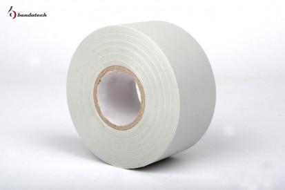 Rola banda adeziva PVC electroizolatoare alba - alba Banda adeziva din PVC electroizolatoare