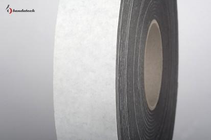 Rola banda adeziva polietilena de culoare gri - detaliu Banda adeziva din polietilena de culoare gri