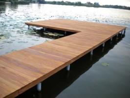 Deck-uri lemn Deckingul SELVA FLOORS este o podea alcatuita din lamele lungi de lemn, cu utilizare cu precadere in exterior.