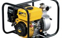 """Motopompe Echipate cu motoare Kipor diesel sau pe benzina, motopompele Kipor permit o folosire eficienta a combustibilului si implicit un consum minim. Corpul pompei este dotat cu turbine cu o constructie avansata pentru a permite un debit de apa constant si puternic. Din punct de vedere al diametrului racordului, motopompele Kipor pot folosi furtune de 1.5"""", 2"""", 3"""" sau 4"""". Motopompele de 1.5"""" sunt de inalta presiune (HP) iar cele de 2"""", 3"""" sau 4"""" sunt motopompe cu debit mare."""