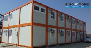 Containere multifunctionale metalice pentru organizari de santiere, birouri, vestiare Containerele modulare EURO MODUL sunt confectii metalice, realizate in mai multe marimi si cu solutii infinite de echipare in functie de exigentele clientului.