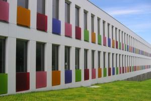 Plexiglas pentru diverse aplicatii  Plexiglas-ul este un material de inalta calitate pentru signalistica, sisteme de iluminare, arhitectura si urbanism, acoperisuri si terase cat si amenajari.