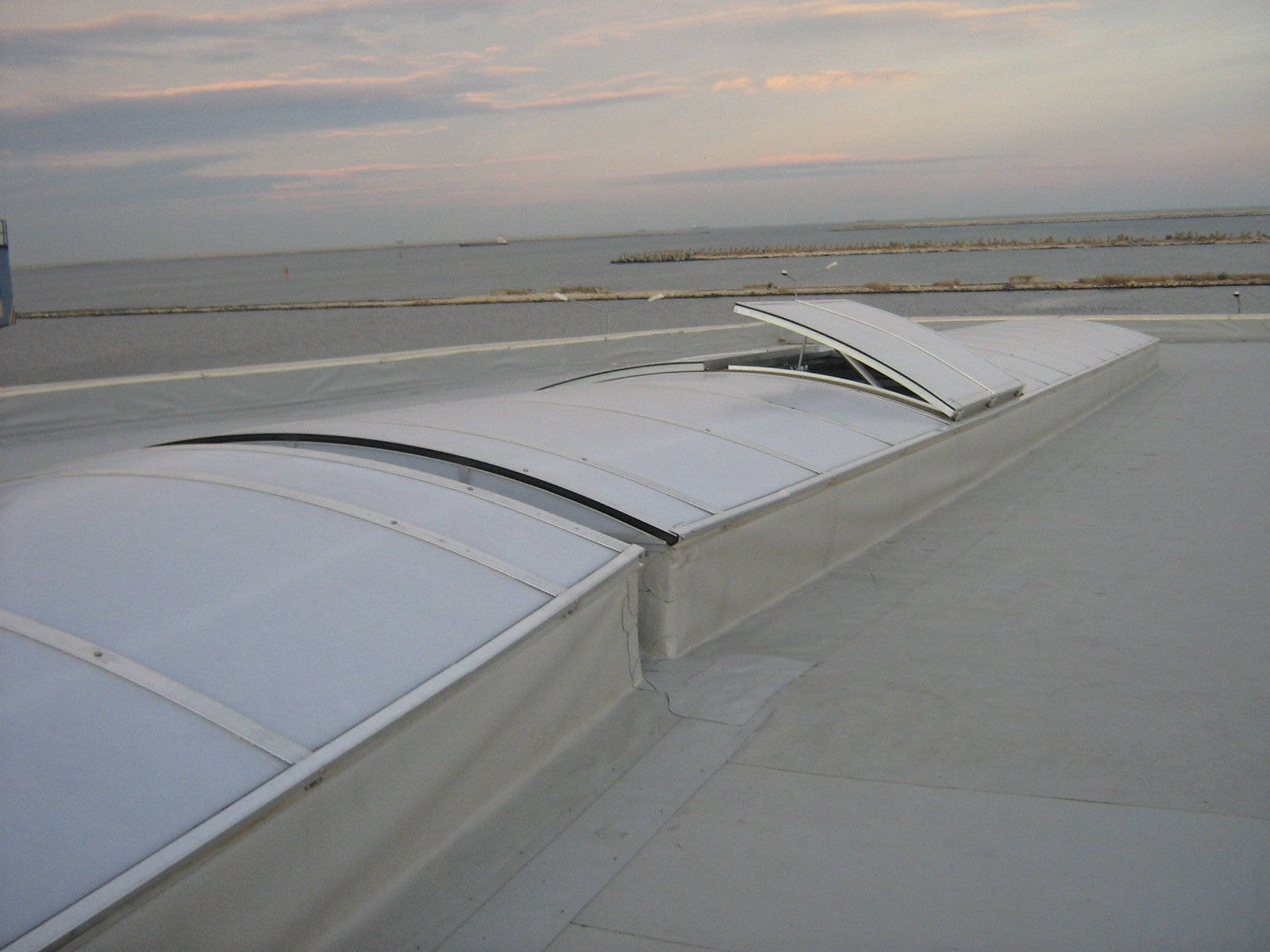 Luminatoare industriale - Depozit Kronospan - Agigea HEXADOME - Poza 3