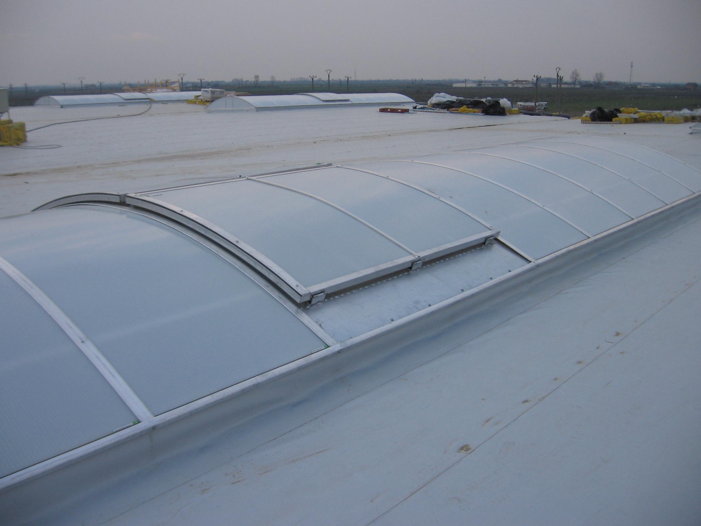 Luminatoare industriale - Spatiu comercial Carrefour - Focsani HEXADOME - Poza 2