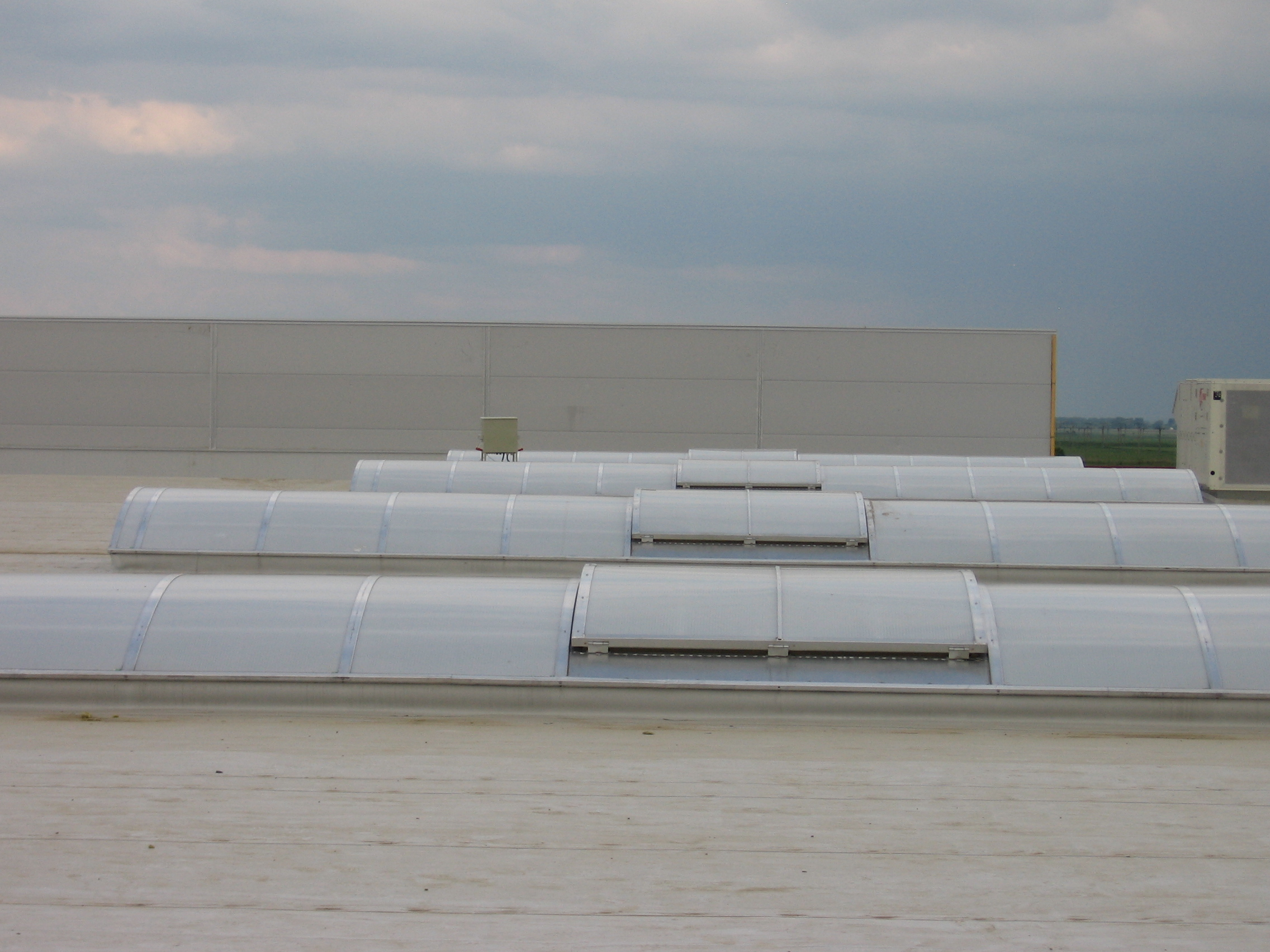 Luminatoare industriale - Spatiu comercial Carrefour - Focsani HEXADOME - Poza 4