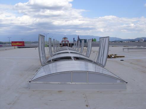 Lucrari, proiecte Luminatoare industriale - Spatiu comercial Carrefour - Sibiu HEXADOME - Poza 1