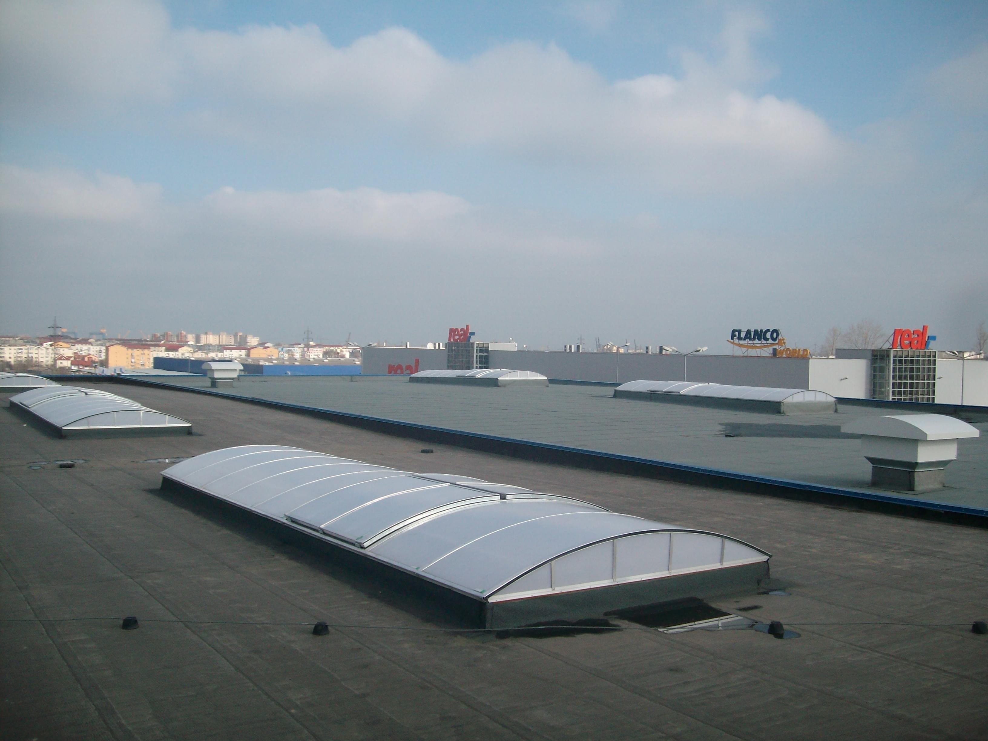 Luminatoare industriale - Spatiu comercial Praktiker - Constanta HEXADOME - Poza 1