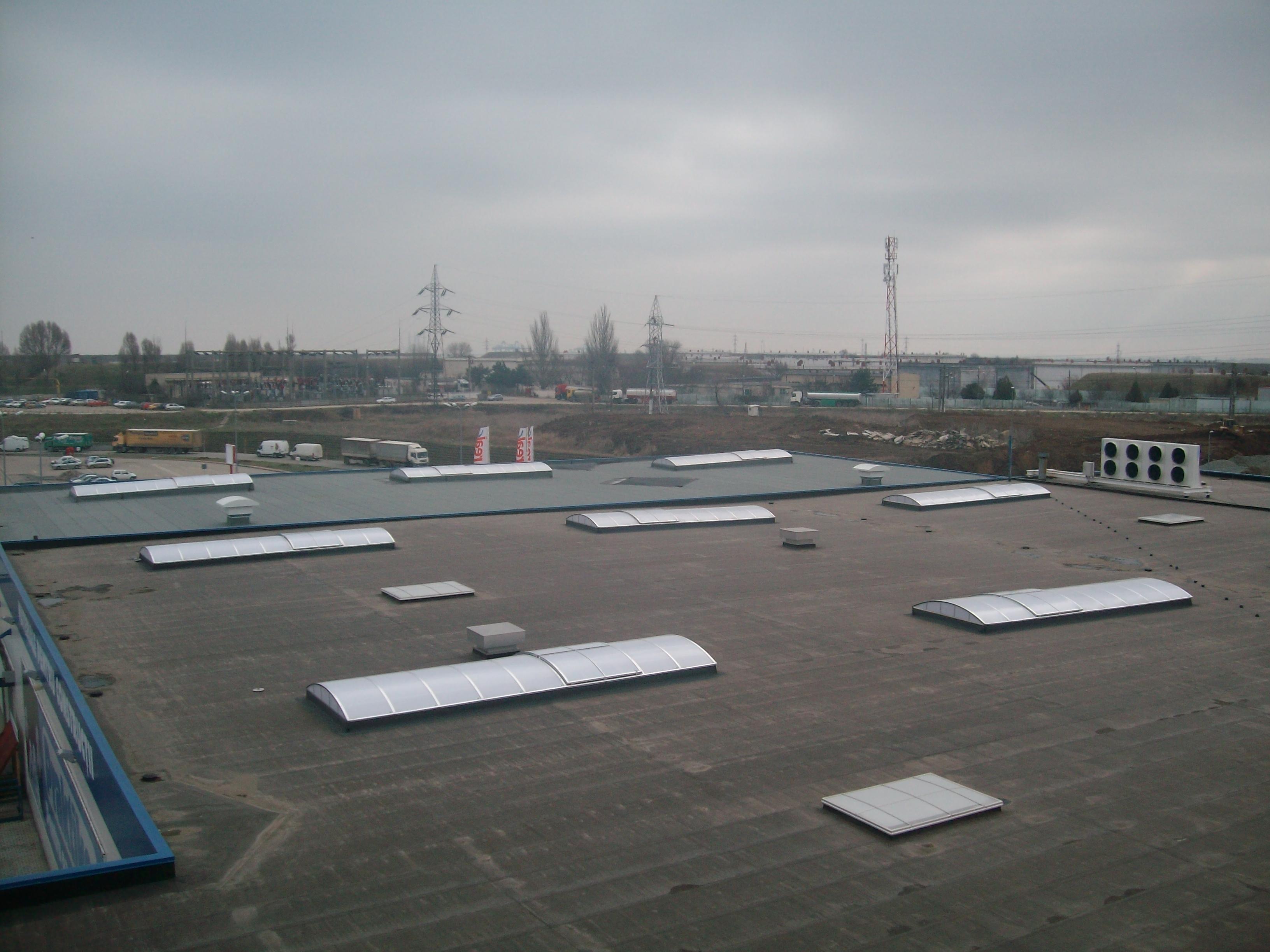 Luminatoare industriale - Spatiu comercial Praktiker - Constanta HEXADOME - Poza 3