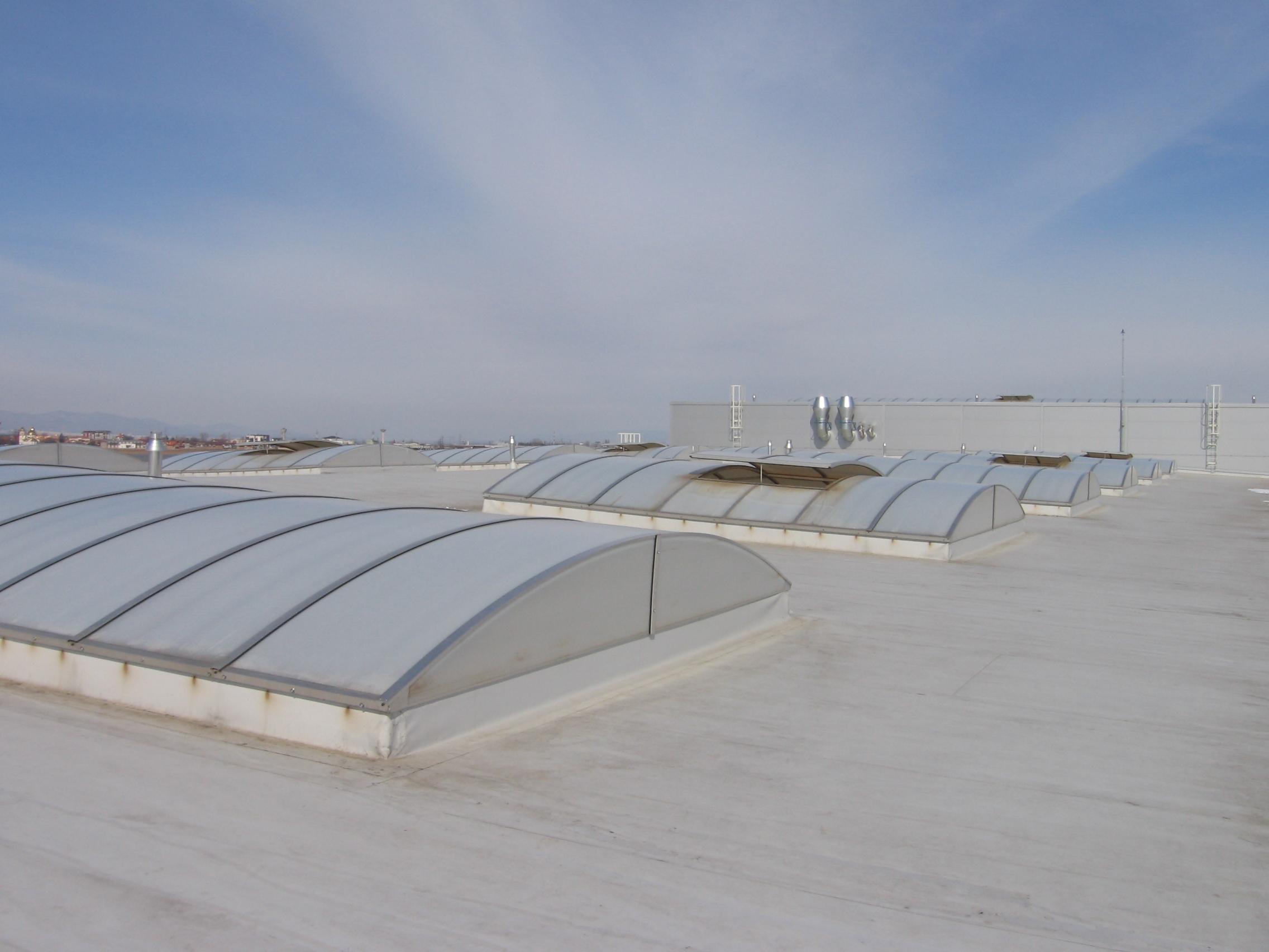 Luminatoare industriale - Spatiu de productie Apex - Brasov HEXADOME - Poza 1