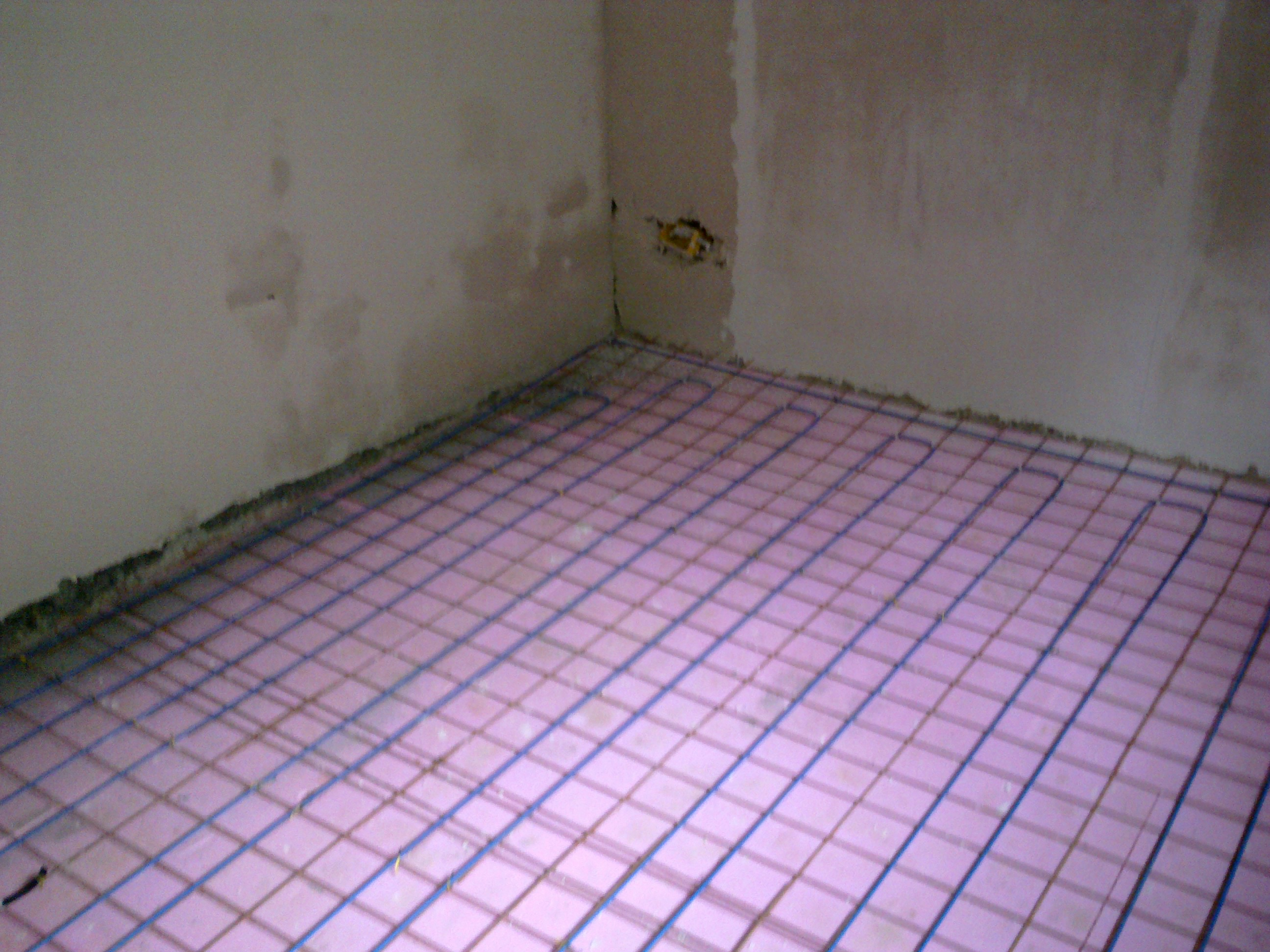 Incalzire in pardoseala - renovare apartament Calimanesti, jud Valcea RAYCHEM - Poza 7