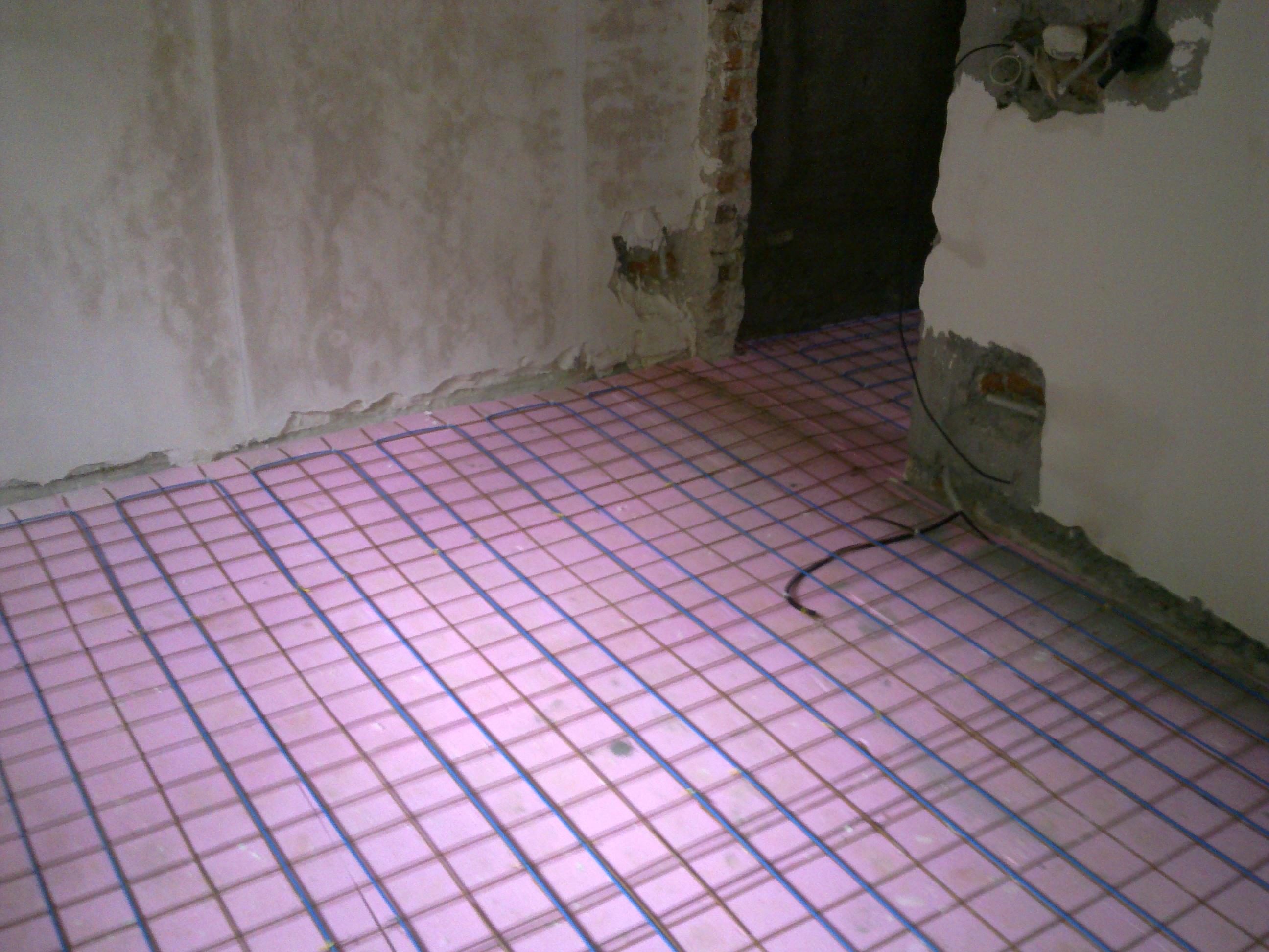 Incalzire in pardoseala - renovare apartament Calimanesti, jud Valcea RAYCHEM - Poza 40