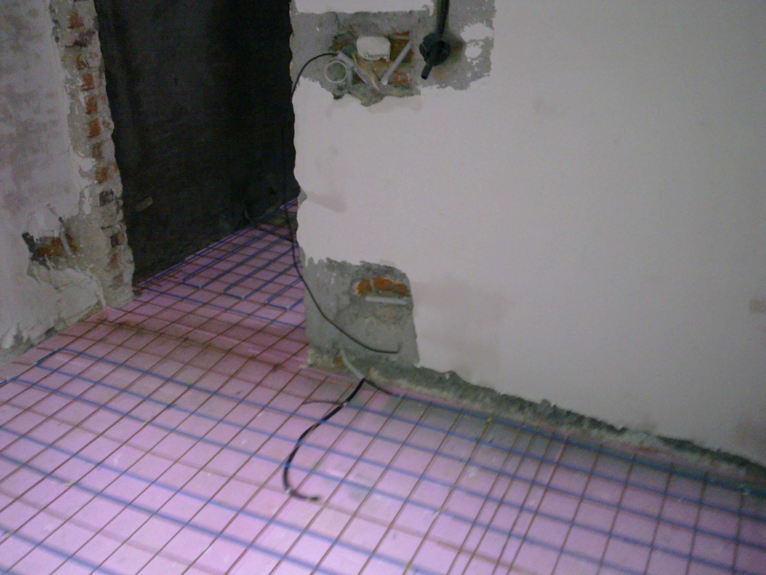Incalzire in pardoseala - renovare apartament Calimanesti, jud Valcea RAYCHEM - Poza 10