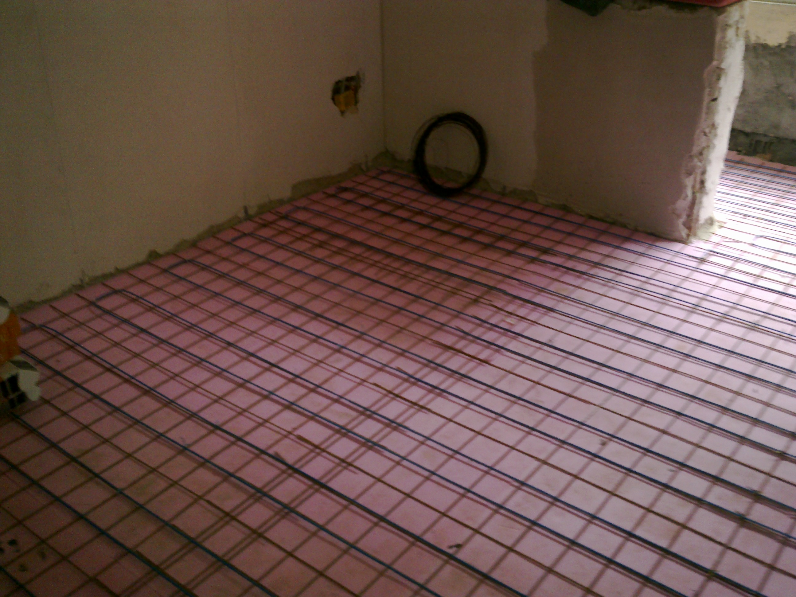 Incalzire in pardoseala - renovare apartament Calimanesti, jud Valcea RAYCHEM - Poza 14