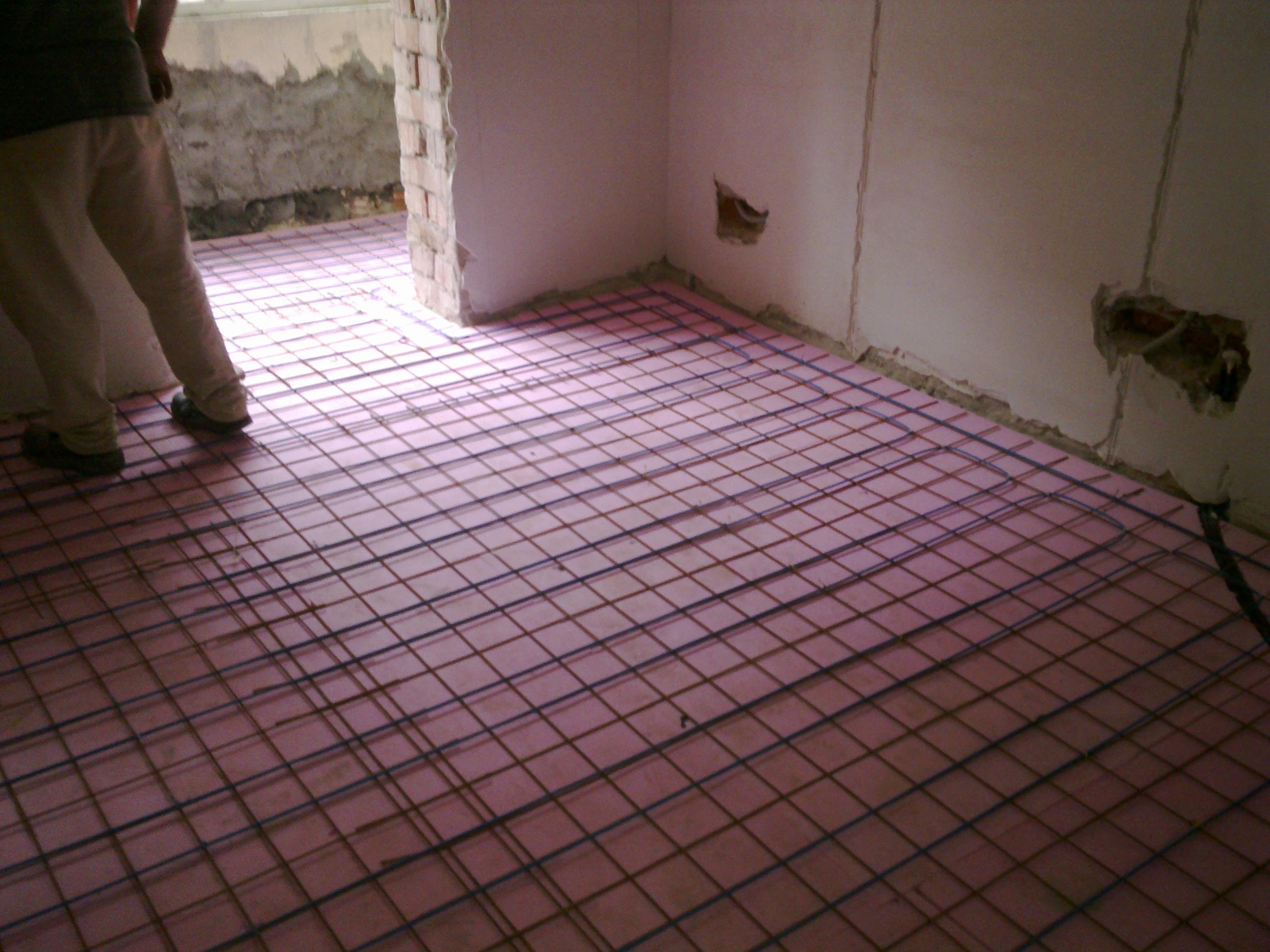 Incalzire in pardoseala - renovare apartament Calimanesti, jud Valcea RAYCHEM - Poza 15