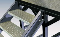 Panouri si trepte din tabla perforata, pentru santiere de constructii Treptele si panourile oferite de PROINVEST GROUP sunt necesare oricarui santier de constructii care se doreste a fi sigur si productiv.