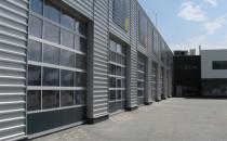Porti industriale sectionale Portile industriale sectionale suntalcatuite dinpanouri sandwich de45mmgrosime sau panouri cu rame din aluminiu extrudat.