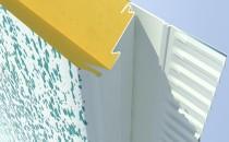 Panouri termoizolante din poliuretan pentru sisteme de anvelopare termica a cladirilor Panourile THERMOMAX sunt parte integranta a Sistemului de Placare a fatadelor THERMOMAX. Acestea se utilizeaza cu scopul de a izola termic cladirile si de a reduce cheltuielile cu energia ale locatarilor / utilizatorilor cladirilor. Sistemul Thermomax permite fixarea panourilor distantat de fatada cladirii, fapt care confera o izolare termica avansata si strat de aer are rol de bariera termica. Stratul de aer este foarte usor ventilat datorita modului de fixare al montantilor si a inchiderilor de la soclul si aticul cladirilor.
