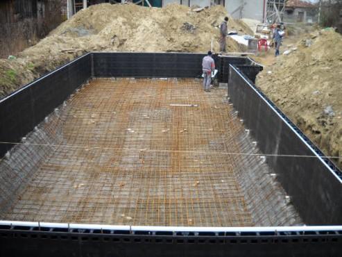Piscina privata din beton cu cofrag pierdut - Faze montaj 3 MONDIAL PISCINE - Poza 3