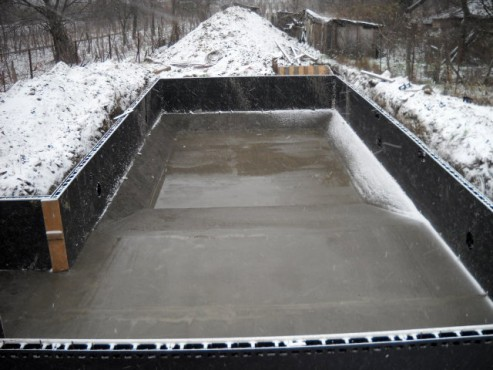 Piscina privata din beton cu cofrag pierdut - Faze montaj 4 MONDIAL PISCINE - Poza 4