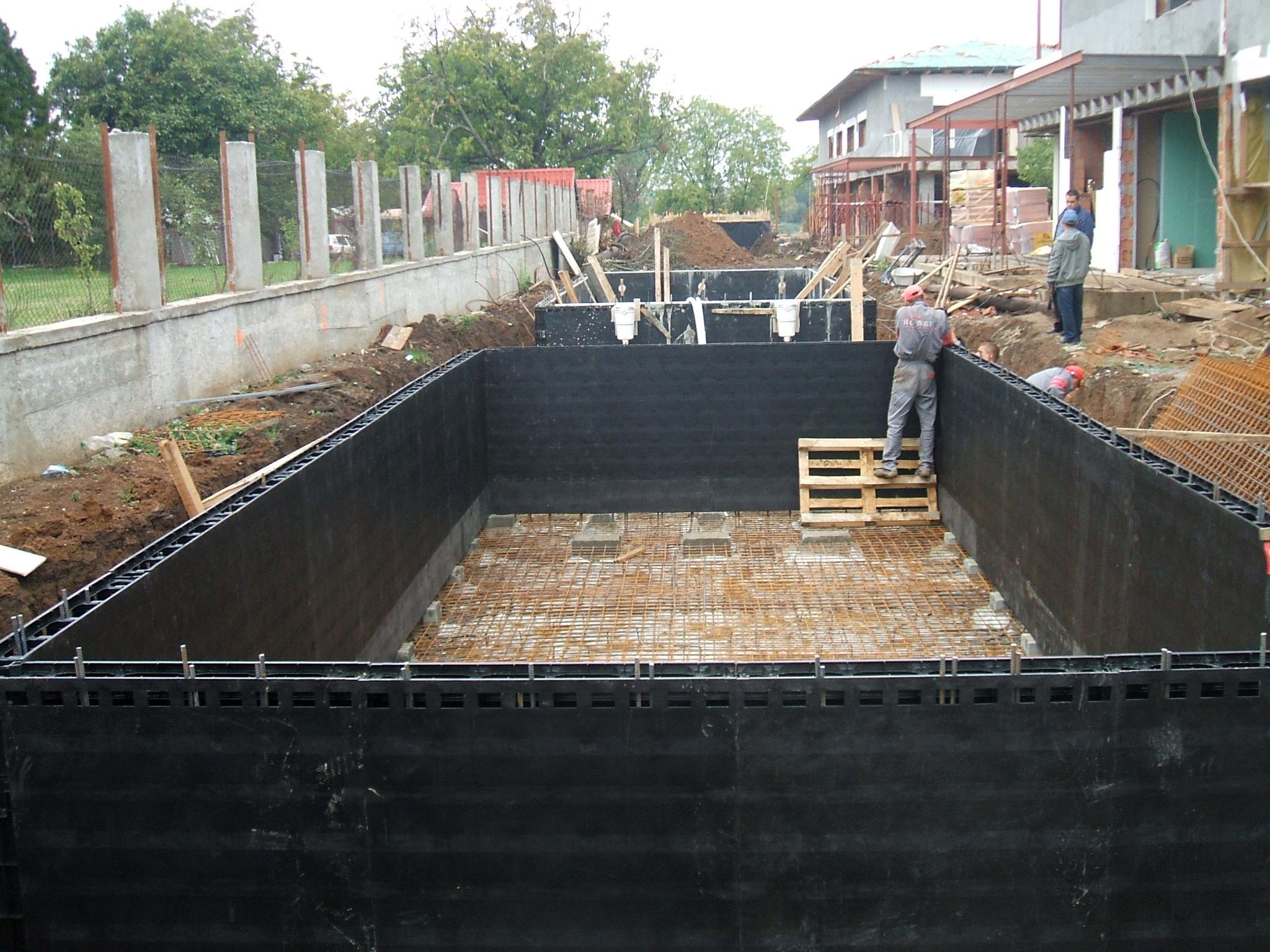 Piscina privata din beton cu cofrag pierdut - Faze montaj 9 MONDIAL PISCINE - Poza 9