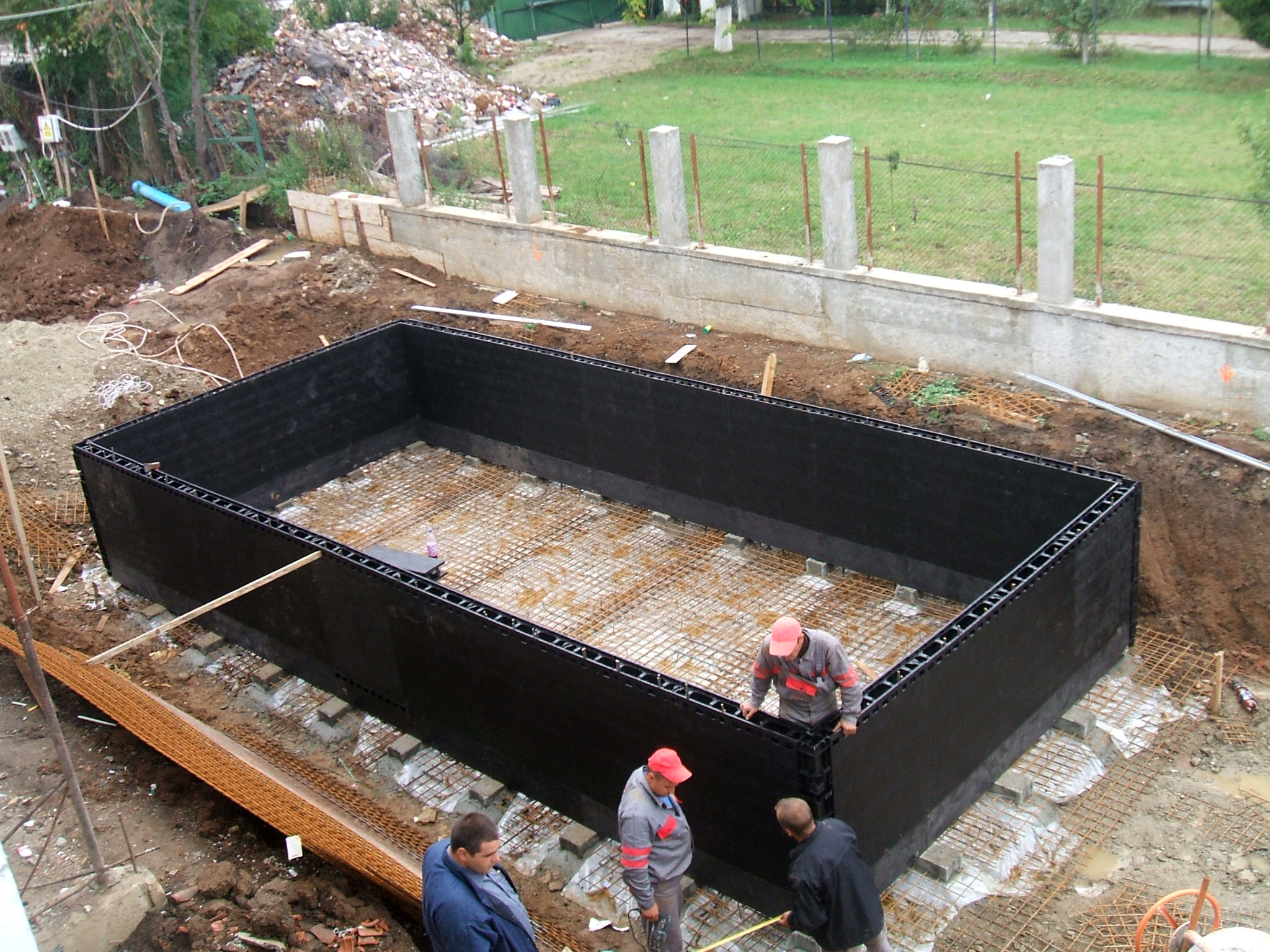 Piscina privata din beton cu cofrag pierdut - Faze montaj 10 MONDIAL PISCINE - Poza 10