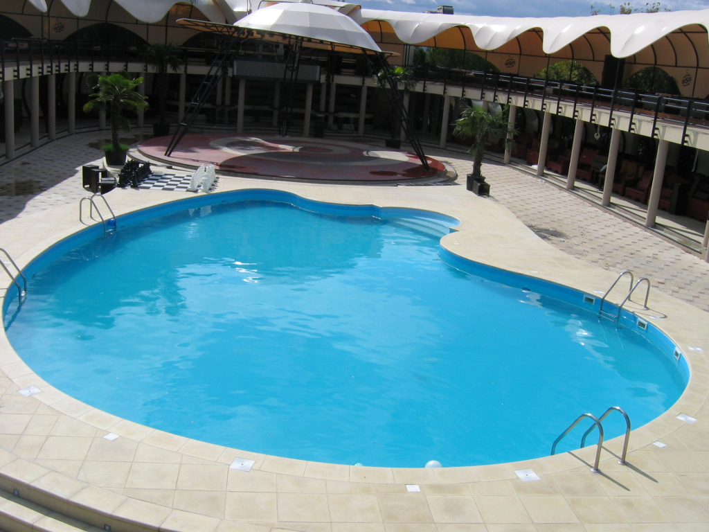 prezentare produs piscine rezidentiale din panouri. Black Bedroom Furniture Sets. Home Design Ideas