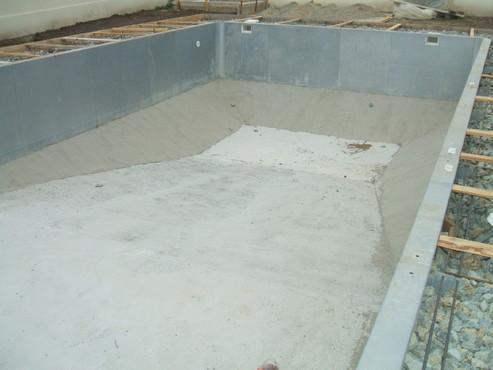 Faze de montaj piscine rezidentiale din panouri modulare de otel galvanizat ASTRAL POOL - Poza 2