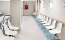 Pardoseli PVC Principalele avantaje ale pardoselilor din PVC sunt durabilitatea, aspectul uniform si usurinta cu care se intretin.Ele se pot folosi in diverse locatii: clinici, spitale si cabinete medicale, scoli, gradinite, universitati, sedii de firma, depozite, mijloace de transport in comun, sali de sport si spatii de dans, bucatarii, magazine si bineinteles acasa.Pardoselile PVC comercializate de Glamour Floorss-au situat intotdeauna pe linia intai in termeni de compozitie a materialelor, tehnici de fabricatie, tratamente speciale, caracteristici de intretinere si oportunitati in design.