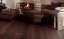 Parchet din lemn masiv Parchet din lemn masiv Boen: Diferitele specii de lemn au propriul nivel de duritate, dar toate tipurile cu exceptia pinului, sunt considerate lemne de esenta tare si sunt potrivite pentru pardoseli. Puteti alegere dintr-o gama foarte variata de culori, de la ocru pana la maro-roscat, uneori cu tente de roz sau venatura purpurie, care in timp se inchide spre maroniu-grena.  Colectiile de parchet Boen oferite de GLAMOUR FLOORS sunt:NORDIC LIGHT,NATURAL FEELING,BEAUTIFUL SHADES