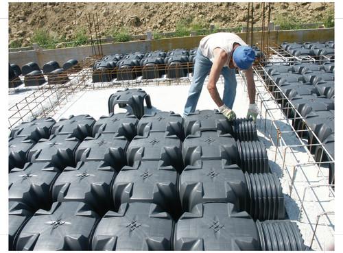 Executie, montaj Cofraje pierdute pentru realizarea pardoselilor ventilate monolit GEOPLAST - Poza 3