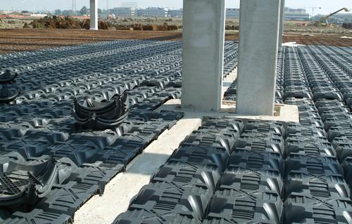 Executie, montaj Sistem de cofraje pierdute pentru pardoseli ventilate la cladiri rezidentiale si industriale GEOPLAST - Poza 15