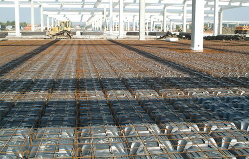 Executie, montaj Sistem de cofraje pierdute pentru pardoseli ventilate la cladiri rezidentiale si industriale GEOPLAST - Poza 16
