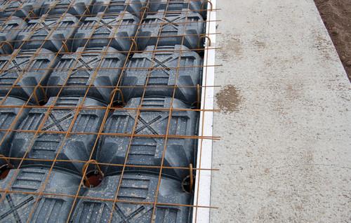 Executie, montaj Sistem de cofraje pierdute pentru pardoseli ventilate la cladiri rezidentiale si industriale GEOPLAST - Poza 18