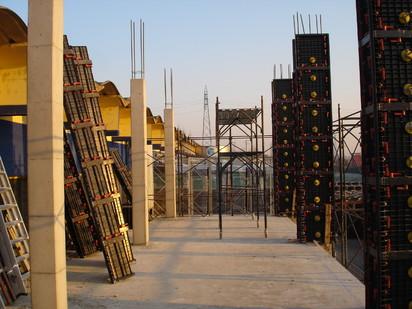 Santier cu cofraje modulare refolosibile pentru coloane patrate GEOTUB PANEL Cofraje modulare refolosibile pentru coloane patrate