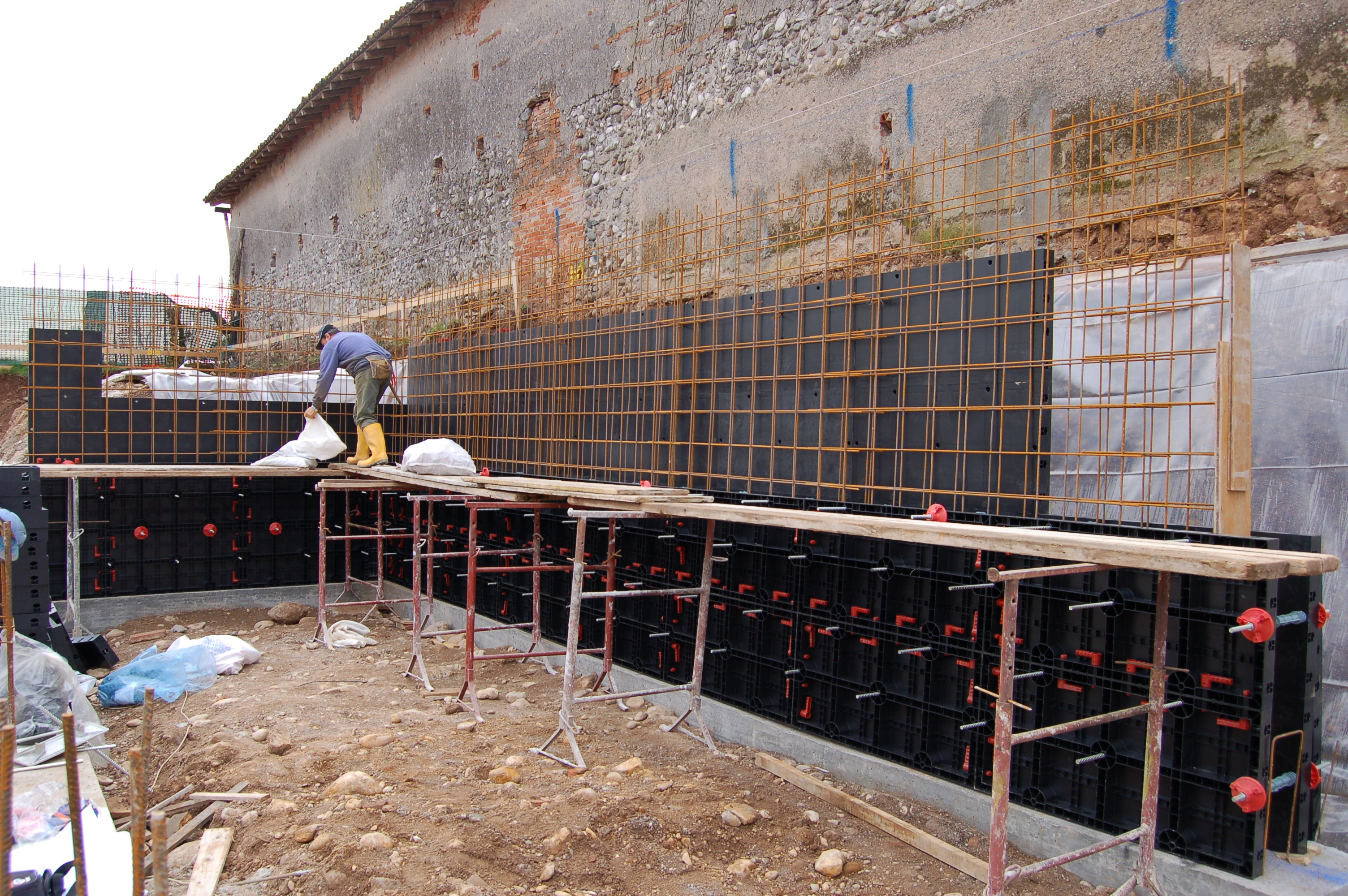 Cofraje refolosibile din material plastic pentru zidari GEOPLAST - Poza 12