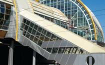 Pereti cortina REYNAERS ALUMINIUM ofera un sistem CW 50 pentru acoperis si pentru fatadele din pereti cortina, acesta ofera libertatea creativa si permite patrunderea maxima a luminii in cladire.