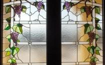 Vitralii Tehnica de realizare a vitraliului presupune crearea unei machete colorate la scara, pe care se numeroteaza fiecare piesa ce urmeaza sa compuna viitorul tablou.Solutiile vitrate pe care Color Art le concepe poarta nu doar amprenta autenticitatii si unicitatii, ci si durabilitatea tehnicii clasice de executare a vitraliului. Vitraliile Color Art sunt realizate manual, prin tehnici clasice, ceea ce presupune o munca minutioasa si un volum mare de manopera.Vitraliul poate fi utilizat cu succes la granita dintre interior si exterior.