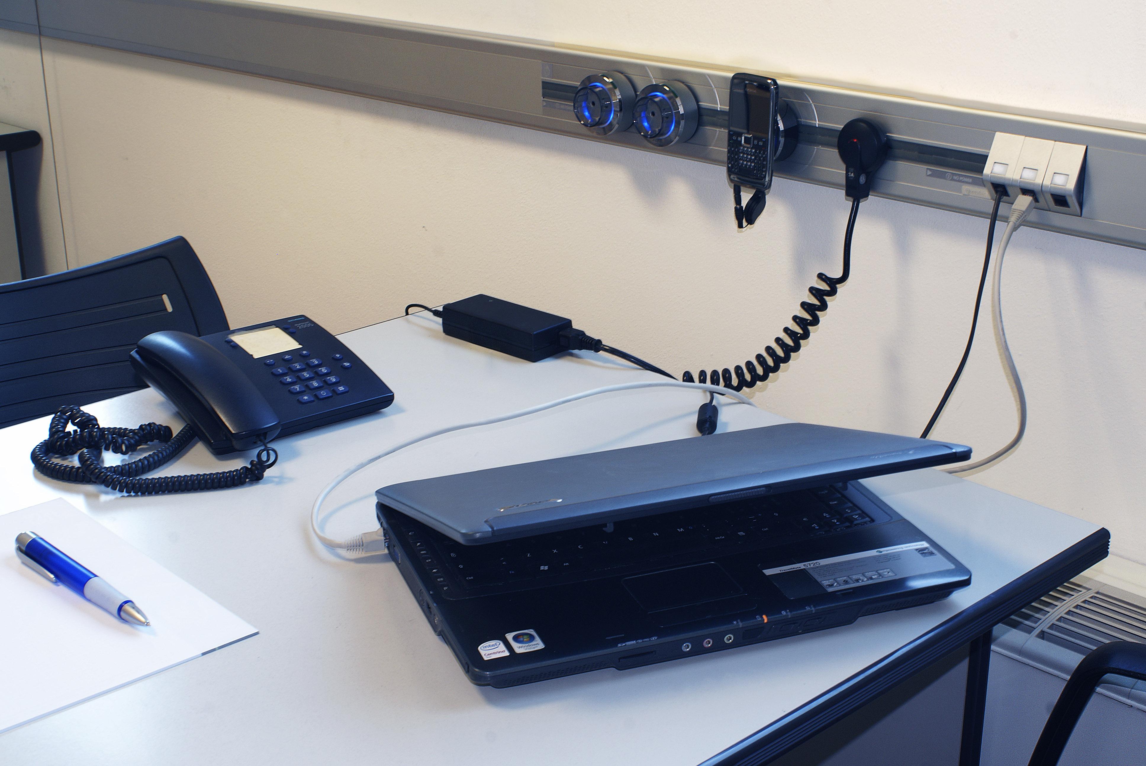 Solutii de conectare pentru bucatarii, livinguri, birouri, sali de conferinta, ateliere, spatii comerciale ACCESORIA GROUP - Poza 3